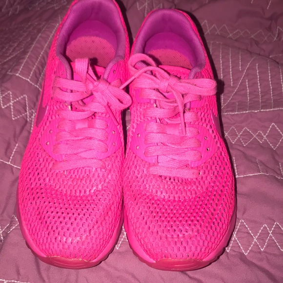 huge discount cfb81 e2f73 Neon pinkhot pink NIKE AIR MAX. M5c7ddd2a4ab633a0fa0b4796